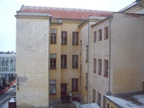 Zadní trakt budovy před...