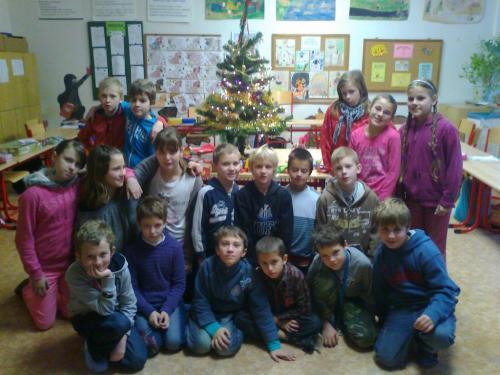 Naše třída předvánočním stromkem