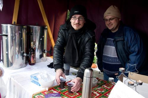 Adventní slavnosti 12/2013 - prodej svařáku avánočního punče