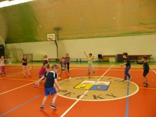 Sportujeme v hale