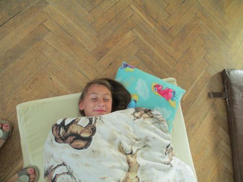 Divadlo+ spaní ve škole